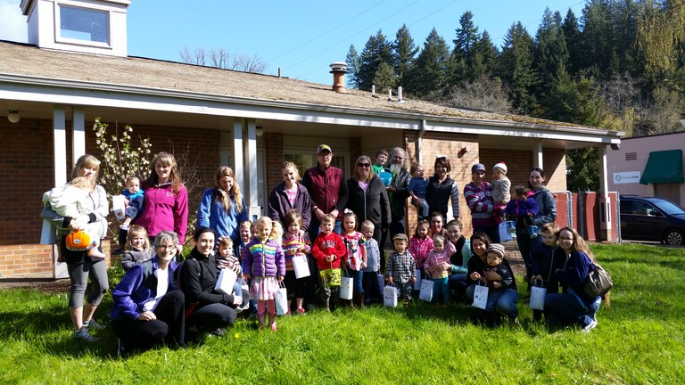 2016 Parents and Pals Egg Hunt Group Photo